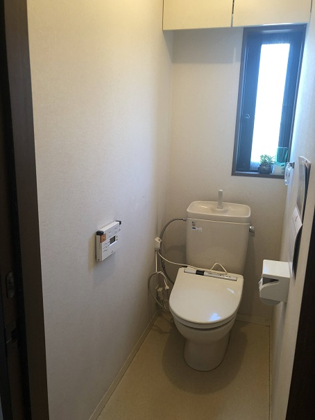 リフォーム前の我が家の殺風景なトイレ