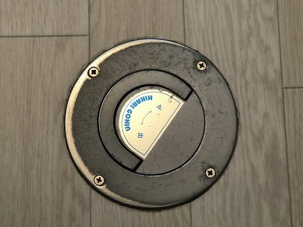 トイレの床貼り替えで難しかった水抜き栓部分
