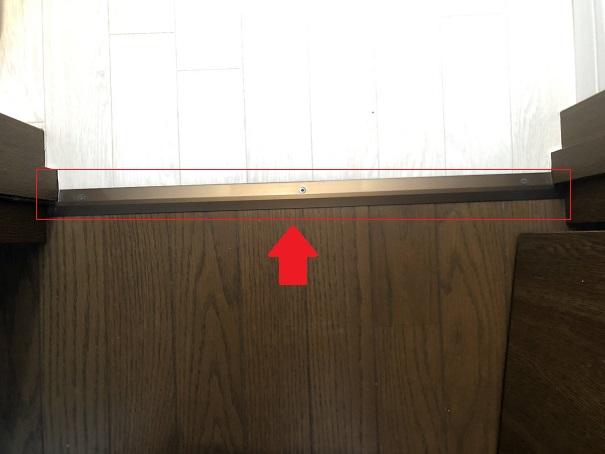トイレと廊下の間に貼ってある見切り金具
