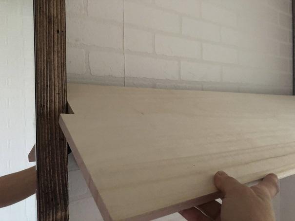 桐集成材を棚の柱部分に合わせてカットしたところ