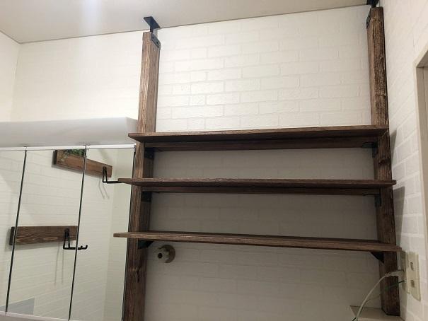 洗面所DIYで棚を設置、3段の板を取り付けたところ