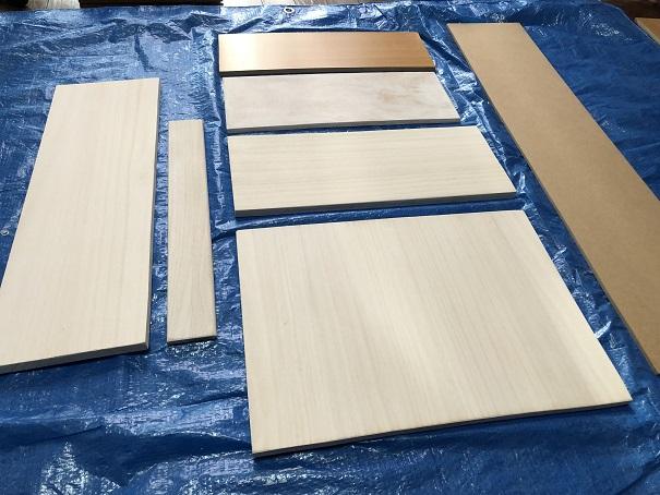 隙間収納を作るために準備した木材パーツ