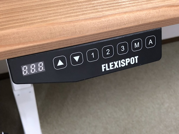 FLEXISPOT電動昇降式スタンディングデスク E3の操作パネル
