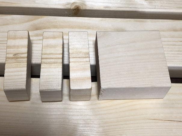 柱には亜麻仁オイルを塗って、塗ってない木材と比較したところ