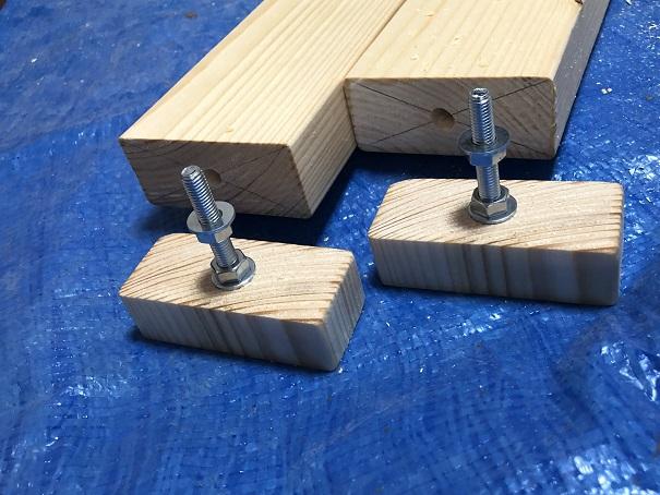 手作りアジャスターのアジャスターが完成してボルトとナット、ワッシャーを取り付けたところ