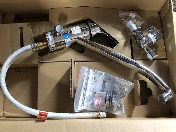 Amazonで注文していたキッチン水栓と分岐水栓のセット