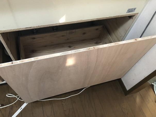 キッチンシンク下の観音開きの収納を引き出しに変えたところ