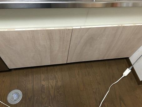 キッチンシンク下に設置した引き出し収納 無塗装の前板