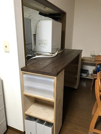 キッチンカウンター側から見た食洗機の背面