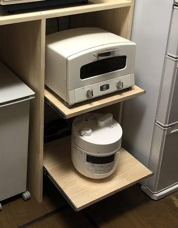 キッチン棚に取り付けたスライドレールの可動式棚