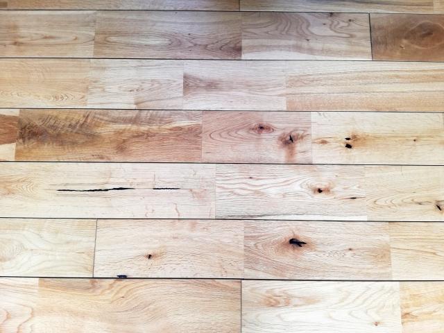 無垢の木材を使用したフローリング